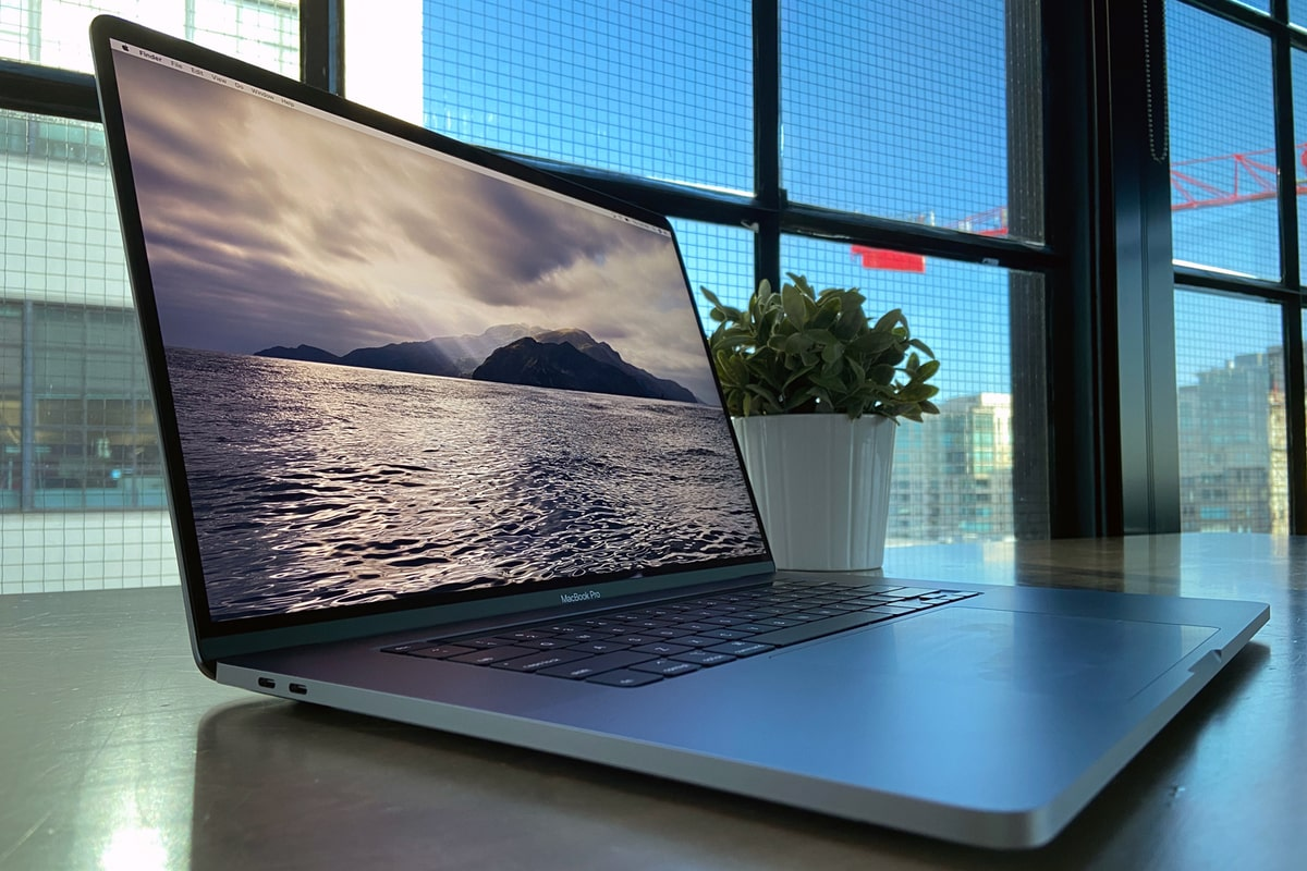 MacBook Pro Leak Hints at Apple Releasing 16-inch Laptop This Year